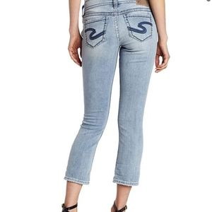 SILVER JEANS Suki Capri Light Wash